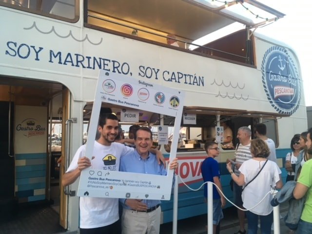Selfie del alcalde de Vigo en el Gastrobús Pescanova SeaFest 2018