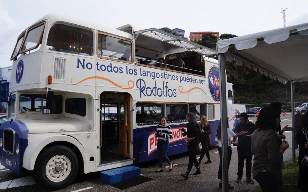 El Movilbus Gastrobus de Rodolfo langostino Pescanova visita la sede la compañía en Chapela